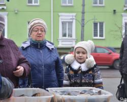 В Слуцке начали проходить новогодние ярмарки