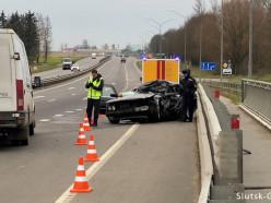 Серьёзное ДТП под Слуцком. Водитель BMW пострадал при столкновении с машиной дорожников