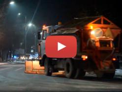 Видеофакт: коммунальщики ночью вычищают дороги Слуцка