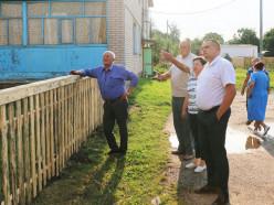 С проблемными вопросами к председателю Слуцкого райисполкома обратились жители Знаменского сельсовета